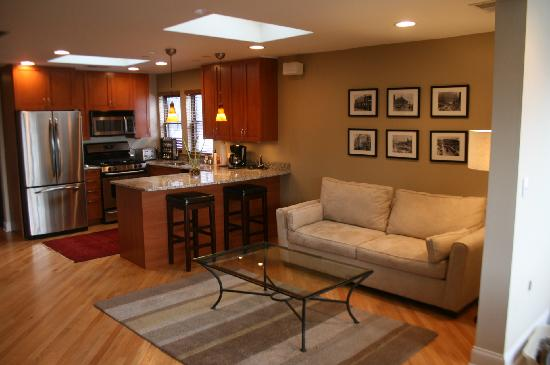 Roscoe Village Guesthouse: Family room
