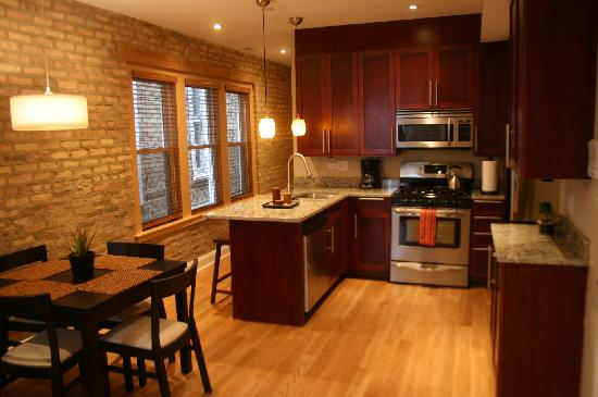 Roscoe Village Guesthouse: Great kitchen
