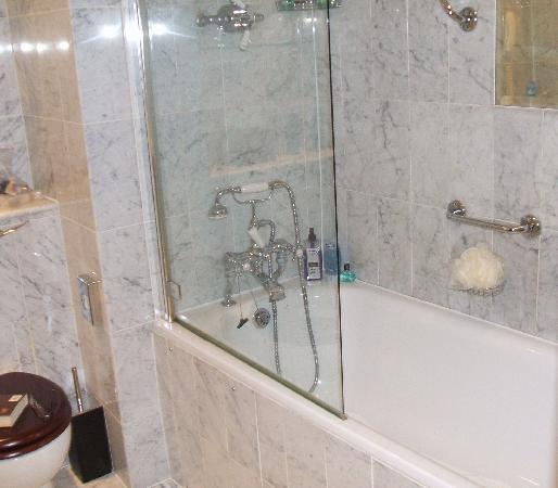 The Chesterfield Mayfair: The Chesterfield Bathroom