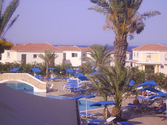 Seagull Apartments: view at back of hotel