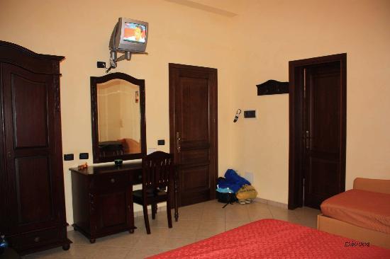 Hotel Baia di Venere: Baia di Venere, San Vito lo Capo, first room
