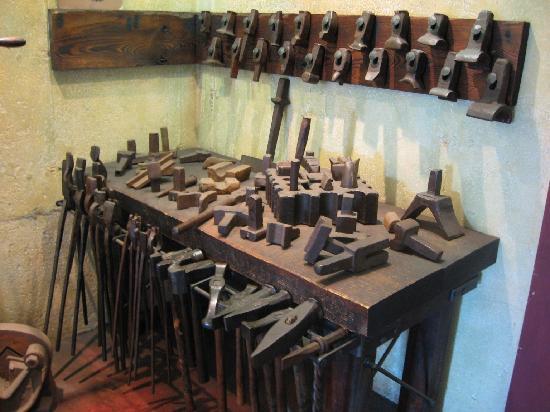 La Forge a Pique Assaut: Old Tools