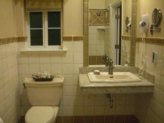 Bella Notte - The Inn at East Cliff: Bathroom