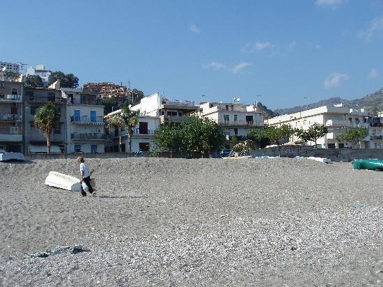 Casa Famiani: View from beach towards hotel
