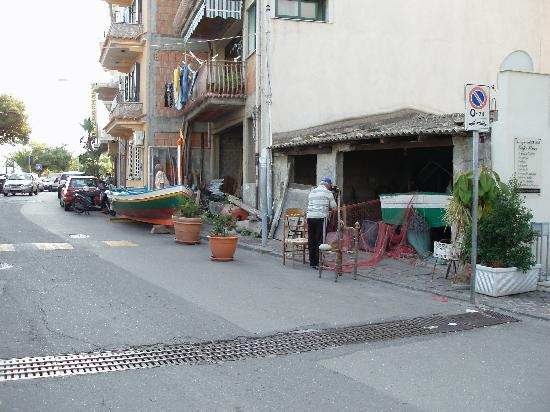Casa Famiani: The street in front of the hotel