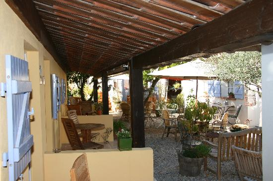 Hotel La Jabotte : Inner Court yard