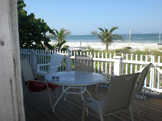 Barrett Beach Bungalows : The view from the deck of the Marlin