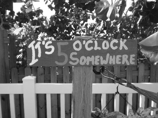Barrett Beach Bungalows: It's 5 O'clock always here!