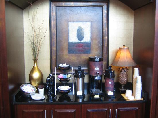 Holiday Inn Washington-Dulles Int'l Airport : Coffee in Lobby