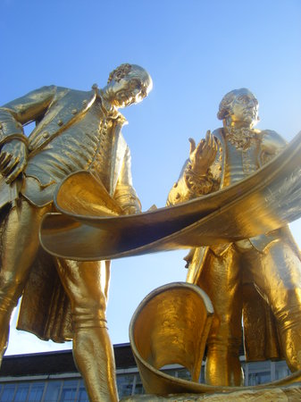 Birmingham, UK: Golden men!