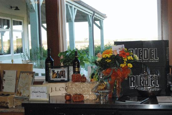 J. Lohr Vineyards and Wines: Gift Shop