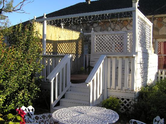 Fairy Tale Bed and Breakfast: The hot tub area
