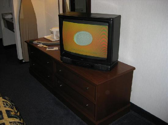 Baymont Inn & Suites Boone: Lackluster TV