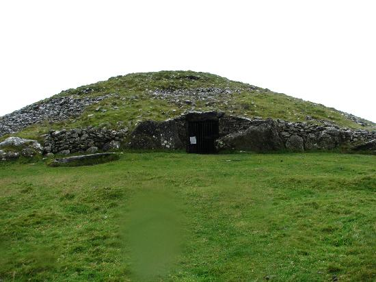 Loughcrew Megalithic Cairns: Entrance to the site