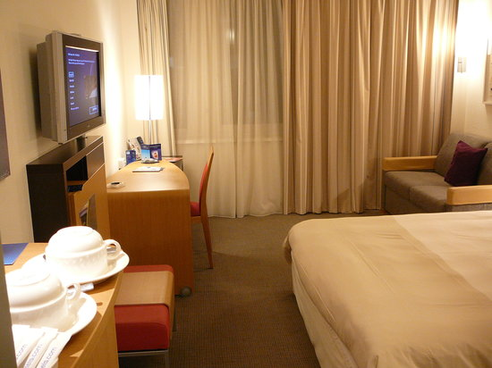 Novotel Zurich Airport Messe: room1
