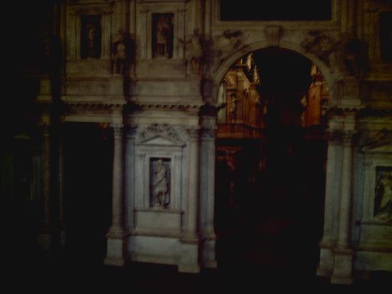 Teatro Olimpico: オリンピコ劇場内部