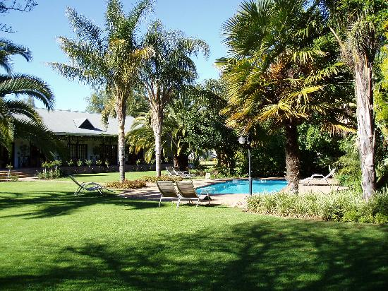 Hlangana Lodge : The gardens