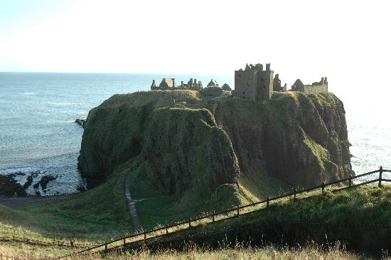 Stonehaven, UK: Castle from High Ground