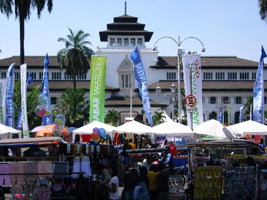 Gedung Sate on market day