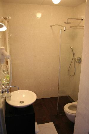 Groenekan, The Netherlands: bathroom