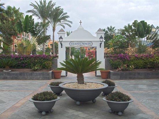 Bahia Principe Tenerife: Hotel Entrance