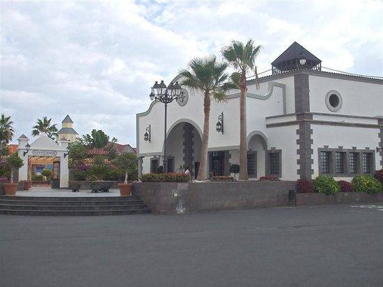 Bahia Principe Tenerife: reception and entrance