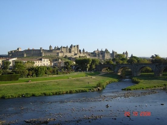 Carcassonne, Prancis: View from Pont Vieux