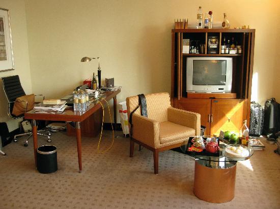 Jumeirah Emirates Towers: Study Area