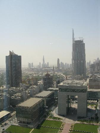 Jumeirah Emirates Towers: View Day