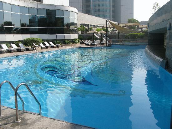 Jumeirah Emirates Towers: Pool