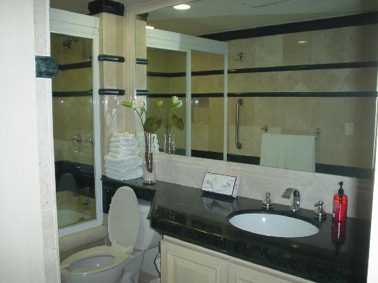 Porto Bello Private Residence Club: Master bathroom