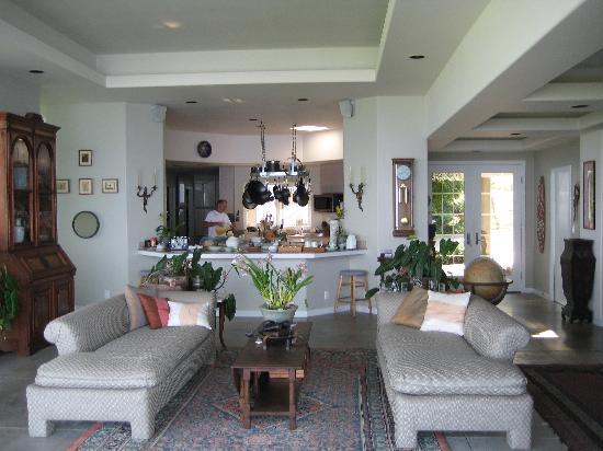Horizon Guest House: open-air sitting area & BEAUTIFUL kitchen