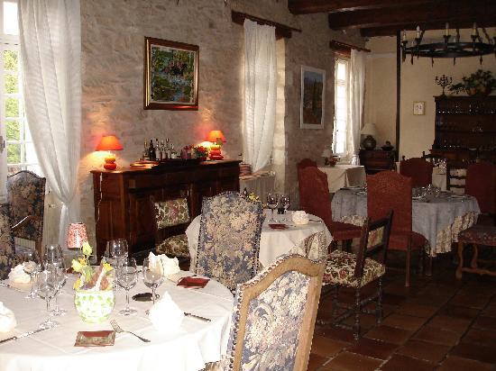 dining room, Auberge de Tavel
