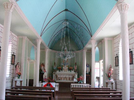 Molokai Mule Ride : Inside one of the churches