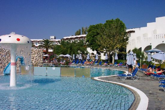 Sun Palace Hotel: The pool area