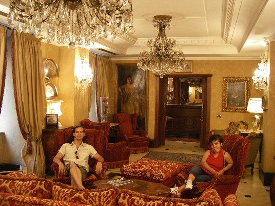 Albergo Ligure: Die Rezeption von der Hotel im Erdgeschoß