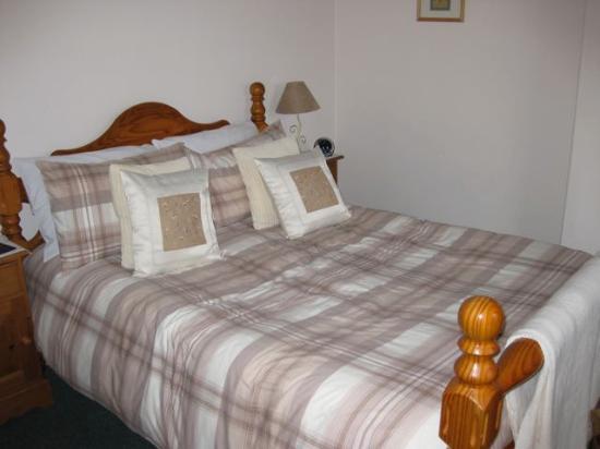 Falconhurst: Double bed