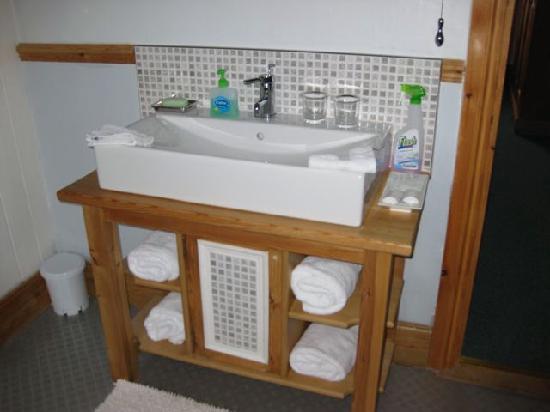 Falconhurst: Sink