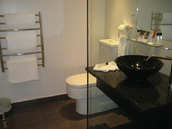 Apollo Hotel Rotorua: bathroom