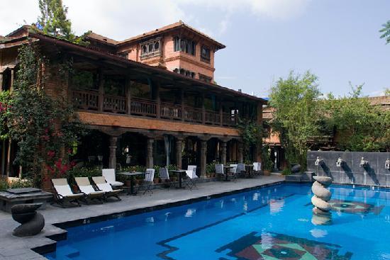 Dwarika's Hotel: Dwarika's pool and lounge