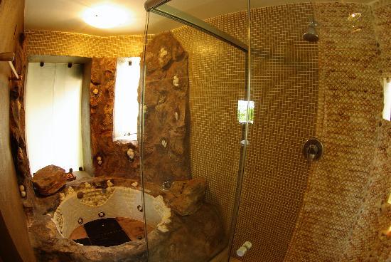 Kiaroa Eco Luxury Resort: Amazing Bathroom U0026 Jacuzzi (of The Two Bathrooms!