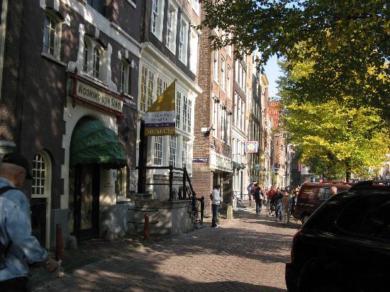 Museum Ons'Lieve Heer Op Solder: outside of Amstelkring