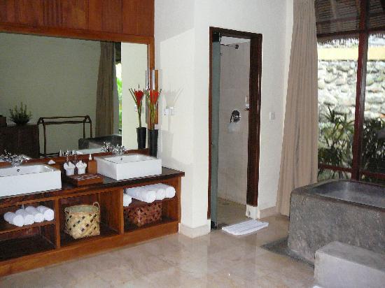 Komaneka at Tanggayuda: Komaneka Bathroom