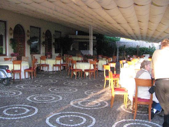 Villa Cimmino Hotel Restaurant : The outside bar area