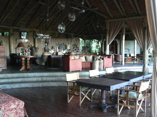 andBeyond Bateleur Camp: common dining room/ lounge area