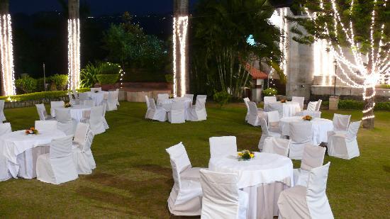 Hotel Madhuban: Dinner in the garden