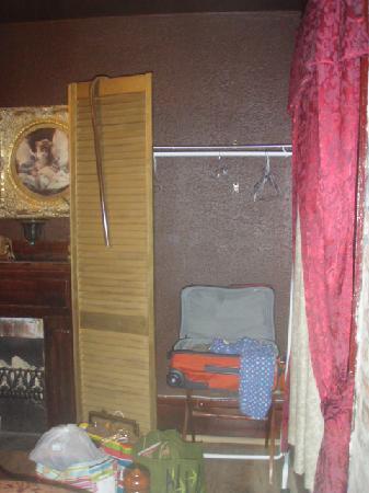 "Bohemian Armadillo Guesthouse: ""closet"""