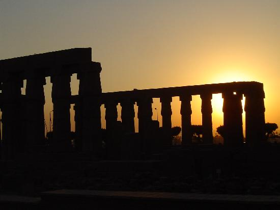 Nefertiti Hotel: Sunset at Luxor Temple
