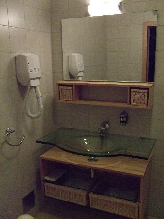 Berkeley Hotel: Bathroom - sea view studio