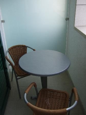 Berkeley Hotel & Day Spa: Balcony - sea view studio